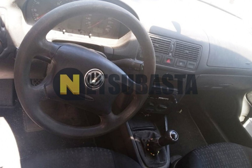 Volkswagen Golf 1.6i 2003