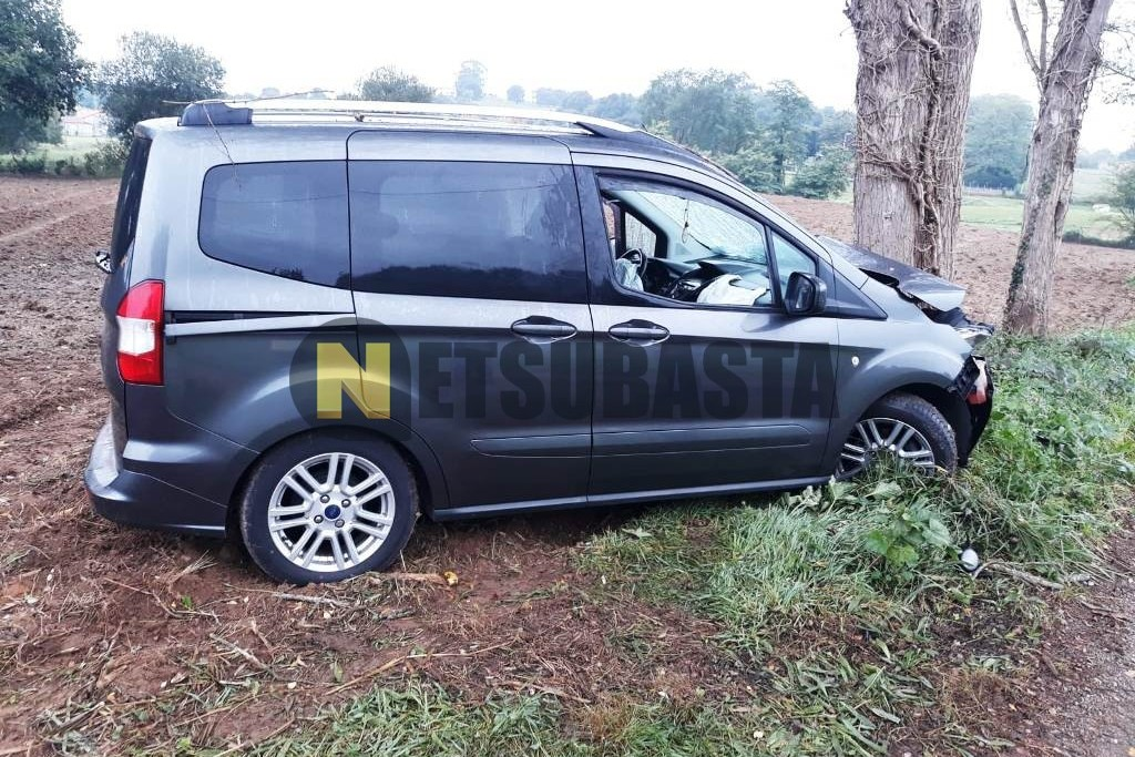 Ford Tourneo Courier 1.5TDCi Titanium 2015